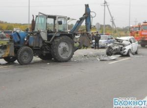 В Ростовской области легковушка залетела под ковш экскаватора