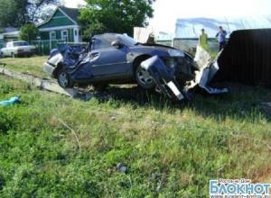 В Ростовской области водитель на Хендай Акцент врезался в опору ЛЭП: погиб пассажир