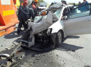Догнавший КамАЗ водитель легковушки погиб под колесами грузовика в Ростовской области