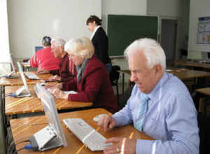 Ростовских пенсионеров обучат самым востребованным профессиям