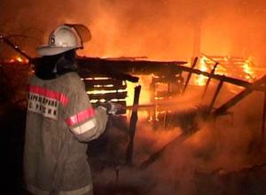 Мужчина сгорел заживо, его друг получил травмы во время пожара в хозпостройке Ростова