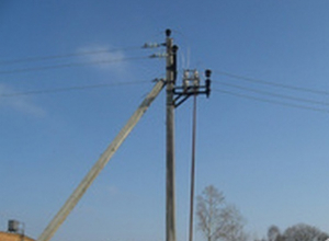 В Каменске-Шахтинском подросток залез на опору ЛЭП, получил разряд током и загорелся