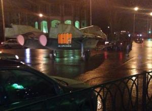 В Ростове очевидцы заметили истребитель в сопровождении патруля