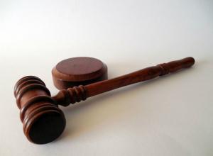 Душил и угрожал убить: напавшего на следователя мужчину осудили в Ростовской области