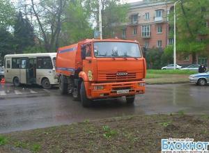 В Новочеркасске маршрутка врезалась в КамАЗ: есть пострадавшие