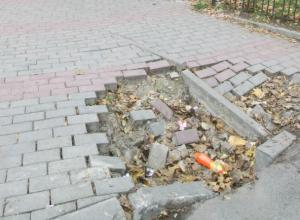 Зыбучие пески засосали новую плитку в центре Ростова