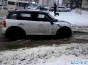 В Ростове чиновники ликвидировали последствия снегопада, но не заметили, что улицы затопило