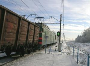 В Ростовской области под колесами поезда погиб 17-летний парень