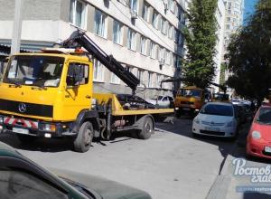 Больше десяти машин эвакуировали в центре Ростова