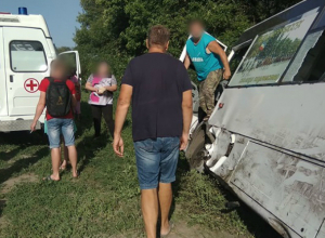 Автобус с людьми разбился на трассе под Ростовом
