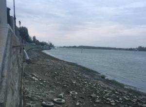 Из-за ураганного ветра в Ростове резко обмелел Дон