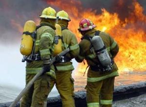 В Батайске горит цех по производству плитки