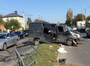 Жуткая авария с участием дорогого внедорожника и фургона произошла на улице Мичурина в Ростове