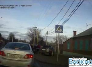 В Ростове очевидец аварии с кулаками набросился на водителя, сбившего пенсионерку. ВИДЕО