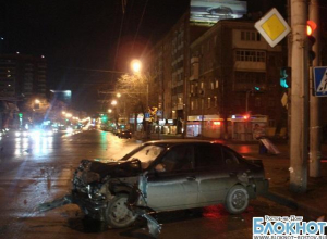 В Ростове в ДТП пострадали три человека