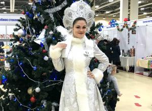 Прекрасная ростовская Снегурочка попросила на Новый год «беленькую машинку»