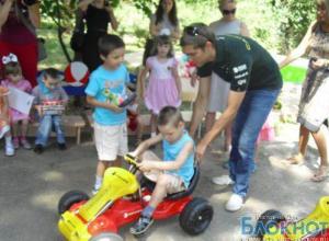 Пилот Формулы-1 Виталий Петров привез в Ростов гоночные автомобили