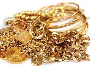 В Шахты вор-домушник вынес золотые украшения стоимостью 35 тысяч рублей