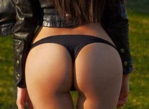 «Драгоценный персик» полуголой звезды Playboy из Ростова забанили в Кабардино-Балкарии