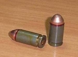 В Ростове в мусорном жбане рядом с многоэтажкой найдены боеприпасы