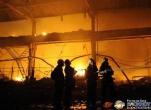 В Ростове горит склад лесопиломатериалов: площадь пожара – 500 кв. м