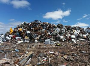 Дышать вонью от мусора из шести регионов не готовы жители Левенцовки в Ростове