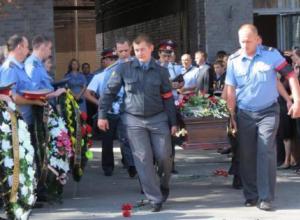 С погибшими полицейскими прощаются в Новочеркасске