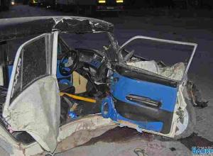 В Ростове «Жигули» врезались в грузовик из-за лопнувшего колеса