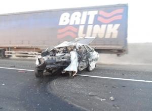 В Ростовской области  при столкновении двух легковушек погибли три человека