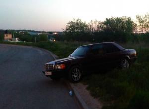 Загадочный «ночной гонщик» врезался в припаркованный у обочины автомобиль в Ростове