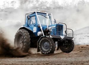 Бомж угнал трактор с поля в Ростовской области