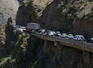 Тысячи ростовчан не могут уехать из Армении из-за оползня на дороге Верхний Ларс