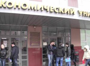 Странный мужчина в камуфляже угрожал взорвать здание студенческого общежития в Ростове и потребовал выдать террористов