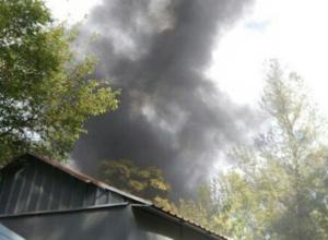 Огромное «душащее» Ростов пламя добралось сразу до двух крупных объектов за час