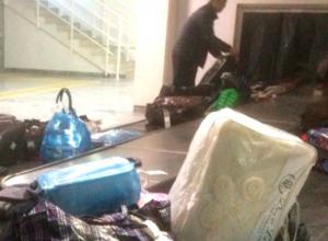 Жуткую «выдачу багажа» в международном терминале аэропорта Ростова высмеяли в соцсетях