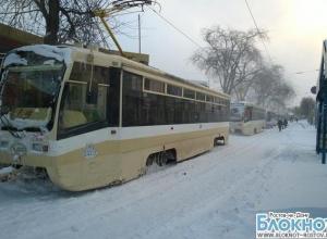 В Ростове из-за заметенных путей на улице Станиславского вторые сутки стоят трамваи
