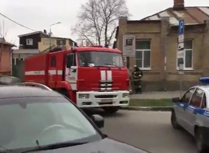 Место утреннего взрыва у школы в Ростове попало на видео
