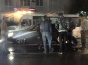 В Ростове на Красноармейской машина сбила молодую девушку