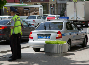Молодой водитель скончался под колесами грузовика из-за проблем с управлением