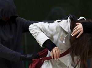 Молодой злостный рецидивист избил и ограбил запоздалую посетительницу кафе в Ростове
