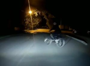«Бессмертный» велосипедист чудом не погиб под колесами автомобиля и попал на видео в Ростовской области