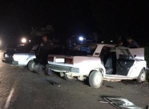 В Новошахтинске при столкновении двух ВАЗов погибли три человека