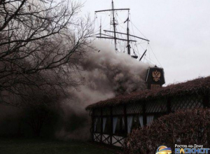 В Ростове на левом берегу Дона горит ресторан «Петровский причал»