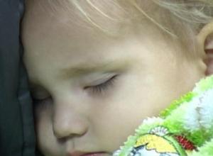 Установлена личность 2-летней девочки, брошенной на остановке в Ростове