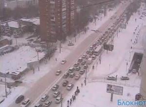 Не справляясь с расчисткой улиц от снега и транспортным коллапсом, ростовские чиновники винят в происходящем жителей города