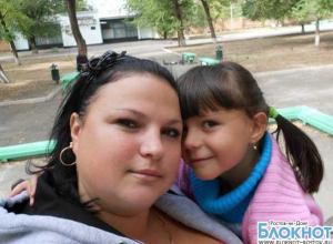 В Ростовской области, спасая дочку от огня, мать выпрыгнула с ней с четвертого этажа