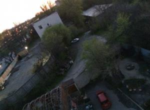 Строительство АЗС в опасной близости от жилого дома обеспокоило ростовчан