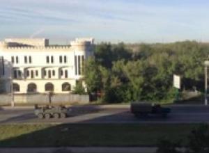 Со стороны Ростовской области в направлении Луганска выехала военная техника под флагами России и Крыма