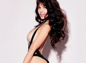 Облачившись в черные ремни, горячее фото опубликовала секс-звезда Playboy из Ростова