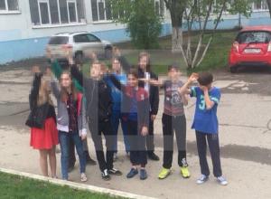 «Зигающие» школьники из Ростова заявили, что вместо поздравления Гитлеру играли в «солнце»